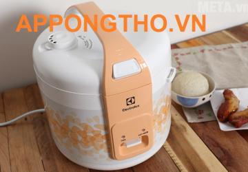 noi-com-dien-hang-electrolux-co-ben-khong